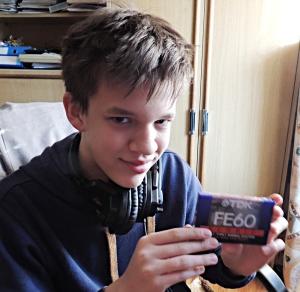 TDK FE-60 tinédzser fiam kezében, 2014. december.