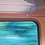 Vonatablak ülésszámozással